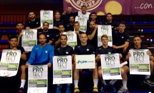 """Jugadores del Club BM. Benidorm y del FERTIBERIA BM. Puerto Sagunto con la campaña """"Protege tu integridad como Deportista"""""""